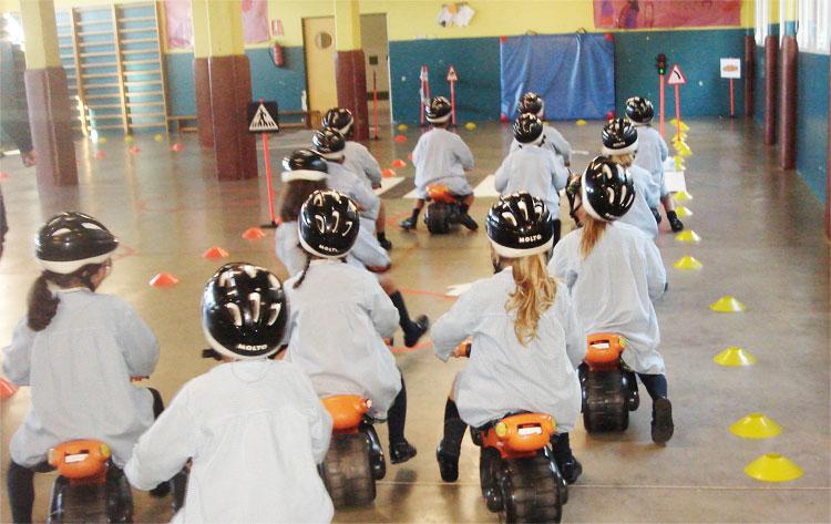 Los alumnos de 3º de Educación Infantil aprendiendo Educación Vial
