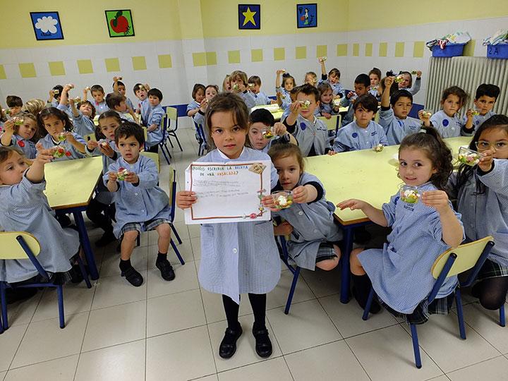 Los alumnos de 2º de Infantil, línea A, estudian las plantas.