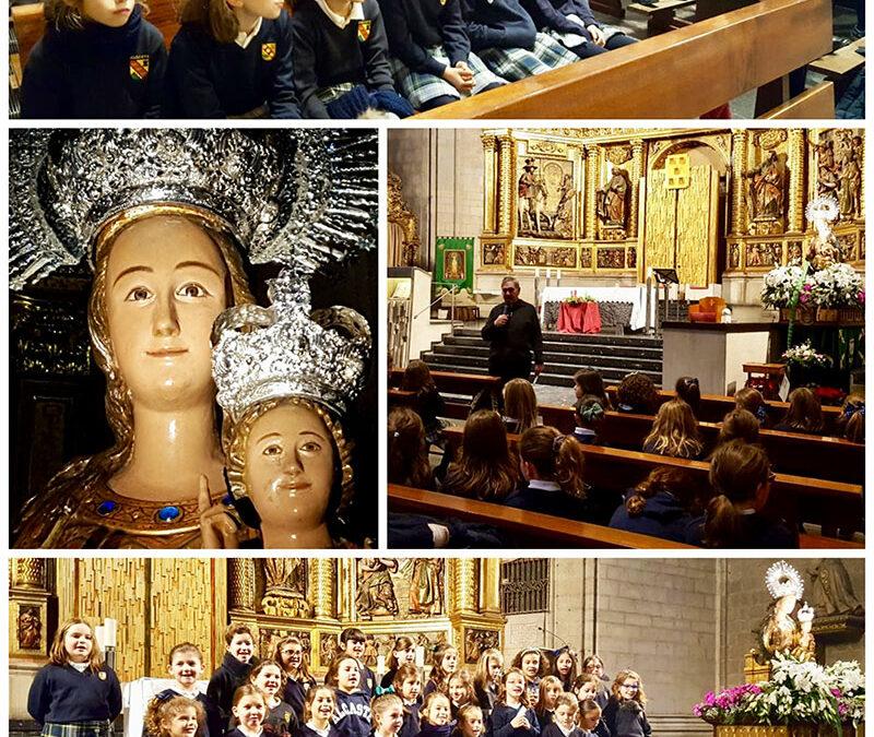 Alumnas de 3º de Primaria, ante la Virgen de la Esperanza, patrona de Logroño