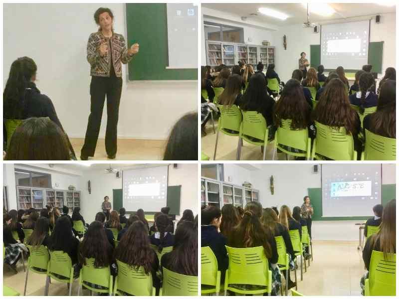 La Diputada en las Cortes por La Rioja, con las alumnas de Bachillerato